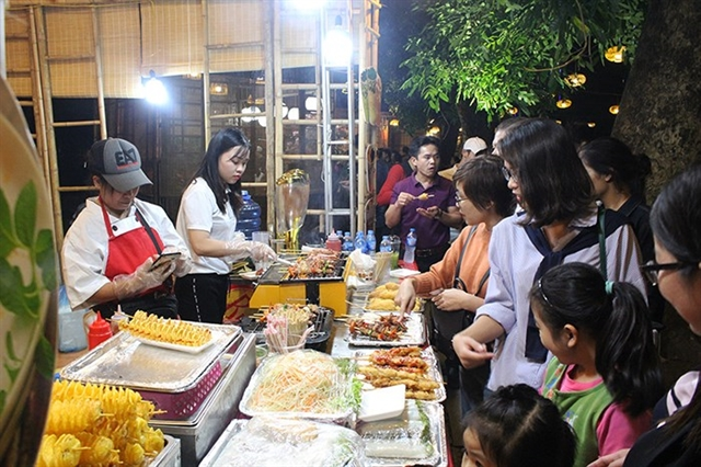A stall at the previous Hà Nội Cuisine Culture Festival attracted many youngsters. - Photo anninhthudo.com