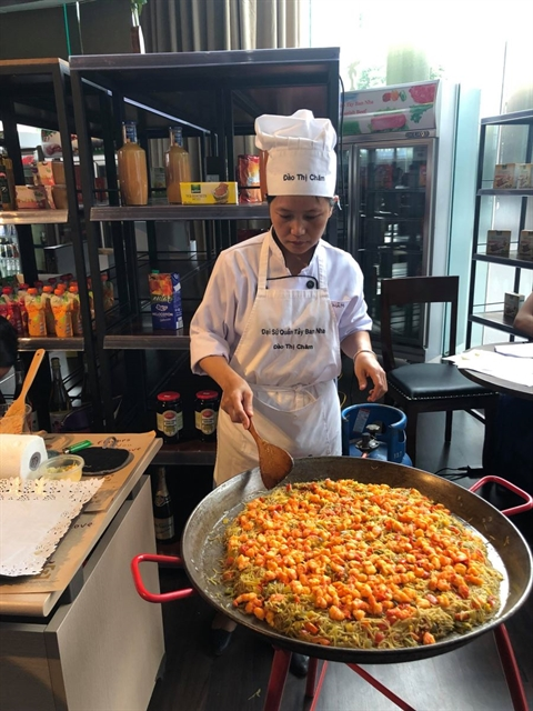 A chef prepares paella during a press briefing held on June 3 to introduce World Tapas Day in Việt Nam. VNS Photo Minh Thu
