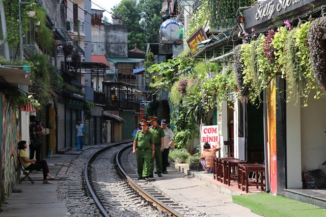 Law enforcement authorities regularly patrolalong the 'train street' in downtown Hà Nội since the shutting down of cafe businesses in the area on grounds of safety concerns.— VNA/VNS Photo Hồng Vĩ